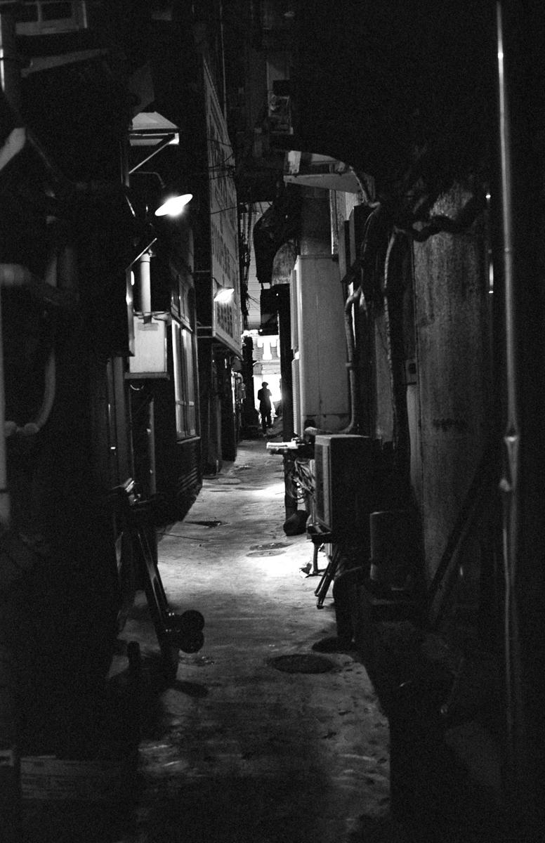 photo: Shinjuku Ruelle sombre